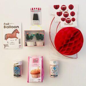 kinderfeestje-thema-cowboys-en-indianen-honeycombs-kaardjes-cupcakeset-folieballon-paard)pretpoeder-cupcakemix