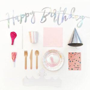 kinderfeestje-thema-verwen-slinger-bordjes-bekers-servietten-rietjes-zilveren-feesthoedjes-roze-feesttoeters-bestel-uitnodigingen
