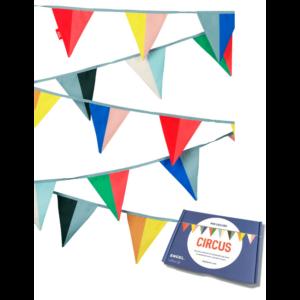 thema-circus-vlaggenlijn-gekleurde-vlaggen
